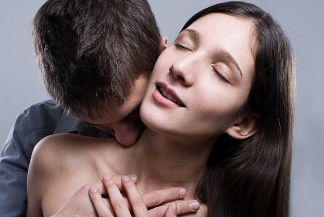 kissing-credit-istock-153170599-630x422