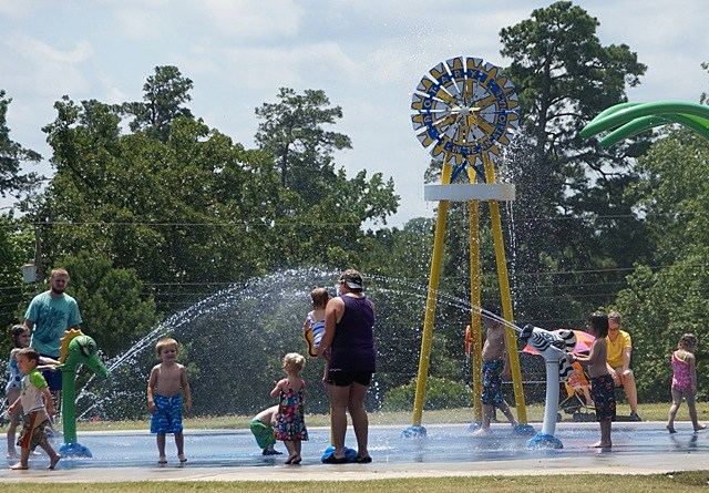Rotary Club Splash Pad/Mimi Campbell at Townsquare Media